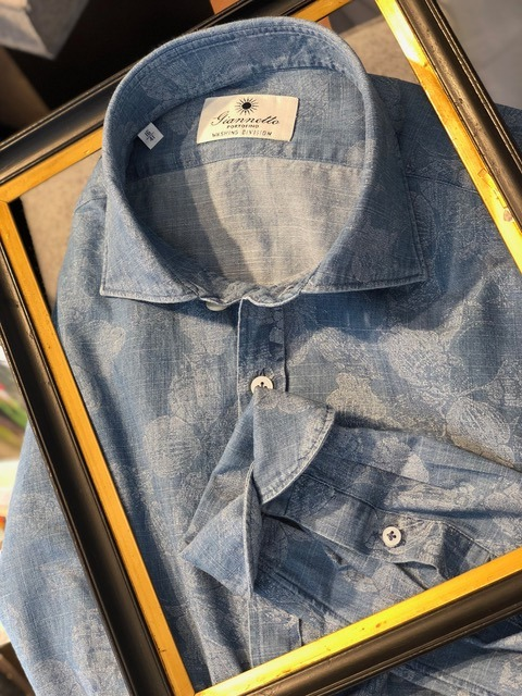 Chemises dans un cadre - Christian Ambrosio